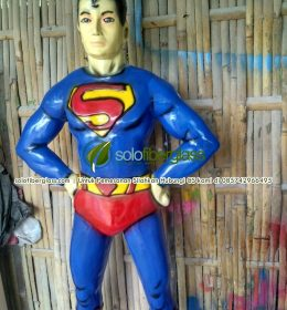 Patung Fiber Superman